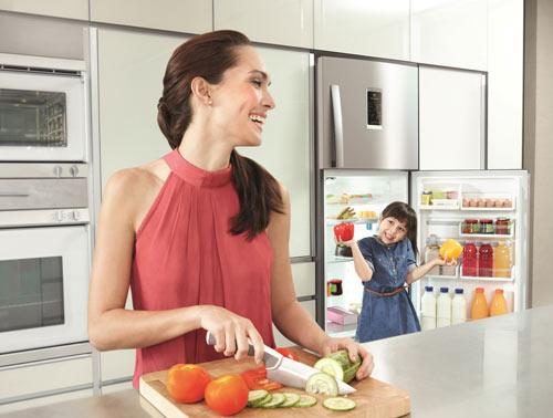 Bật mí lí do tủ lạnh bị nóng vỏ không phải ai cũng biết